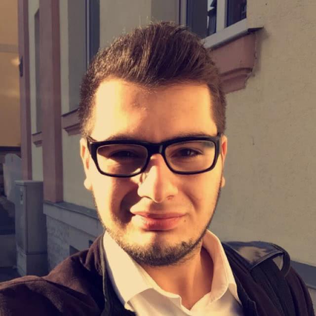 Erik Avetsiyan, Kundenberater aus Nürnberg